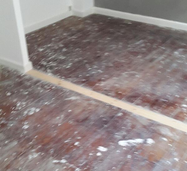 Massivt gulv afhøvling af fernis