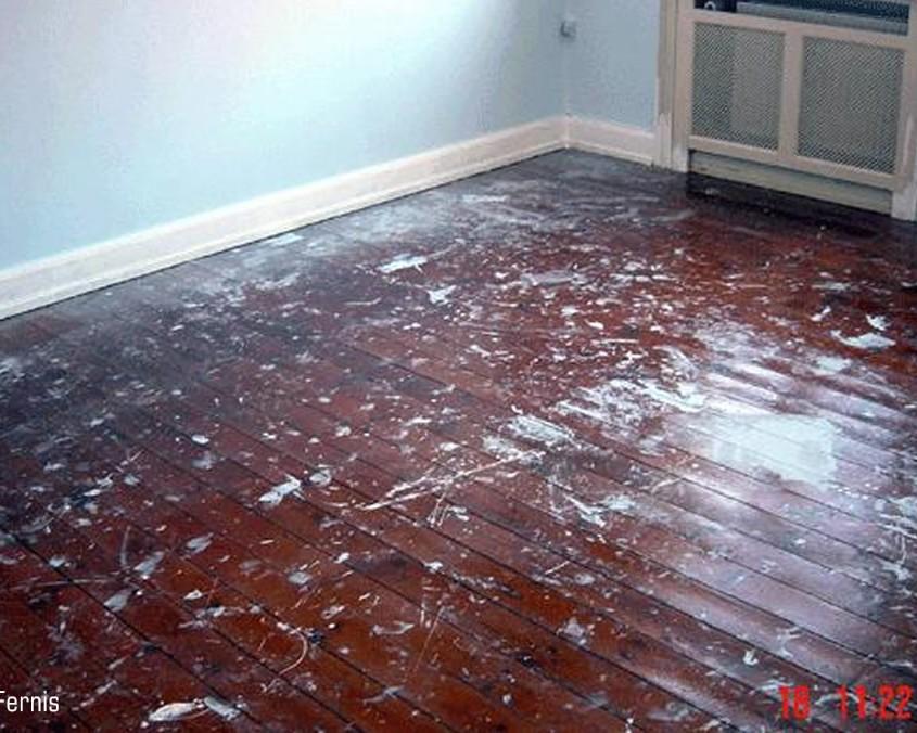 afhøvling af fernis på gammelt gulv