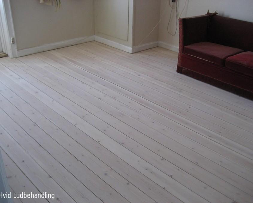 hvid ludbehandlng af gulv